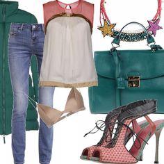 Jeans in denim blu cinque tasche, top in seta a blocchi di colore con profilo in velluto, sandali con tacco alto allacciati frontalmente con frangette a contrasto , borsa a mano color verde smeraldo, cappottino/piumino con cerniera frontale, collana con strass colorati