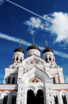 Aleksander Nevski Katedraal. #Arch. #Art #Architecture #Russian #Orthodox #Style #Cathedral #Church #Estonia #Tallin Russian Orthodox, Cathedral Church, Taj Mahal, Architecture, Building, Travel, Art, Style, Voyage