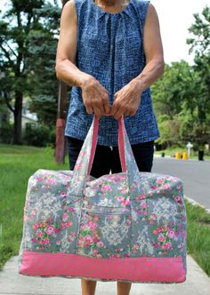 Free Sewing Pattern: Vera Bradley Inspired Carryon Duffel Bag