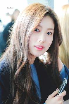 Photo album containing 5 pictures of Hyewon Yein Lovelyz, Eyes On Me, Gfriend Sowon, Thing 1, Yu Jin, Red Velvet Seulgi, Japanese Girl Group, Kim Min, The Wiz