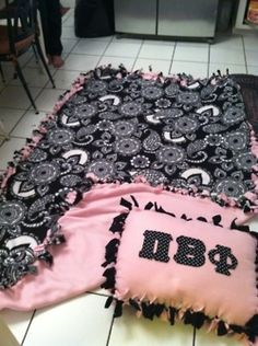 No Sew Blanket Idea - Would look great as AXO! - Alpha Chi Omega