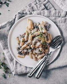 Who doesn't love pasta? This Easy Vegan Mushroom Pasta with Fresh Thyme is great for dinner or any time of day! It's easy, delicious and the perfect menu addition!
