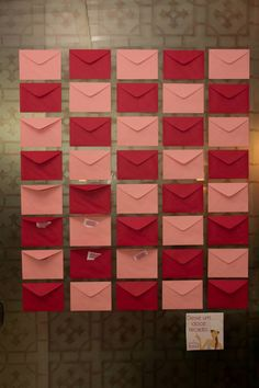 Decoração de chá de panela: envelopes para as amigas deixarem recados para a noiva!