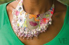 Edición Nº 39.   Revista VE.   Tienda: Nágera Nacif.  Collar babero pintado con cristales y perlas.