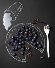 Food Design Blueberries & Milk | summer fruit: blueberry . Sommer-Frucht: Blaubeere . fruit d'été: myrtllle | Photo: Richard Gary |