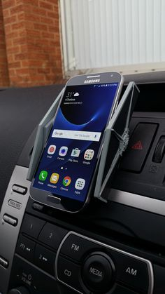 Inspired by the galaxy's most iconic short-range assault craft, this officially licensedphone holder cradles your phone securely whilst looking awesome! • Officially licensed Star Wars merchandise • Universal mobile fit up to 8 cm wide • Safe Sat-Nav whilst driving • Installs in seconds • Fits most vehicles & 90 degrees viewing rotation