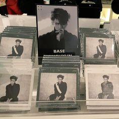 150114 Instagram/{Twitter} Jonghyun:  1)씨디 올..매장서보니까 느낌이또 다르군 2)오...매장에서보니까 기분이 오묘   1)CD выпустили ... Это другое чувство, чтобы видеть их в музыкальном магазине 2)Ох ... это так странно видеть в музыкальном магазине  #Shinee #Jonghyun #Twitter #realjonghyun90 #Instagram #Instagram_Jonghyun #jonghyun948 #JONGHYUNSTAGRAM