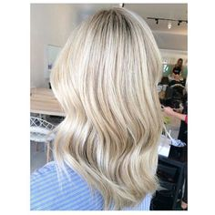Super creamy blondie by Paris using @wellapro_anz blondor lightener and colour touch for toning to the perfect creamy colour #wellalife #wellahair