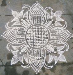Padi Kolam, Beautiful Rangoli Designs, Celtic Knots, Simple Rangoli, Decorative Plates, Mandala, Sidewalk, Doodles, Collections