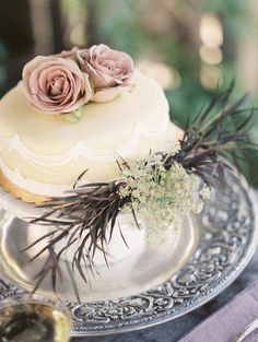 iced wedding cake - photo by Jeremy Chou Photography http://ruffledblog.com/dramatic-wedding-inspiration-at-the-folly-estate