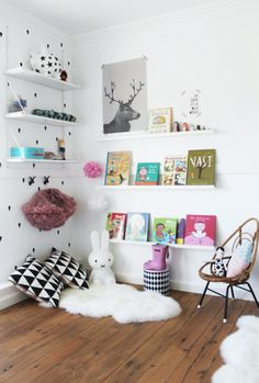 Kuschelecke Nursery - create a personal corner for the child - Baby - Kinderzimmer Ideen Kids Corner, Cosy Corner, Corner Space, Cozy Nook, Reading Nook Kids, Nursery Reading, Reading Time, Ideas Habitaciones, Scandinavian Kids