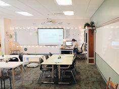 elementary classroom decor 80 best and most comfortable class decorating ideas 46 Modern Classroom, Classroom Layout, Classroom Setting, Classroom Design, Future Classroom, Classroom Themes, Classroom Organization, English Classroom Decor, Calm Classroom