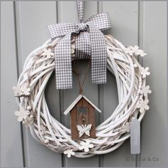 Diy Christmas Decorations Easy, Christmas Crafts, Door Wreaths, Grapevine Wreath, Idee Diy, How To Make Wreaths, Woodworking Crafts, White Ceramics, Diy And Crafts