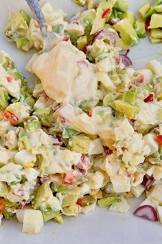 SALATA DE OUA CU AVOCADO | Diva in bucatarie Salmon And Broccoli, Avocado Hummus, Potato Salad, Food And Drink, Cooking Recipes, Ethnic Recipes, Home, Fast Recipes, Per Diem
