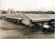Metropolitan Markets at West Perth,Western Australia (year unknown).The Perth Metropolitan Markets were a fruit and vegetable wholesale markets located at 840 (Lots Wellington St in West Perth from 1929 to Perth Western Australia, Amazing Pics, Old Buildings, Capital City, Far Away, Wild West, Old Photos, Vietnam, Beautiful Places