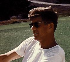 Bilderesultat for kennedy gifs John Kennedy Jr., Los Kennedy, Jack Fitzgerald, Young Jfk, Die Kennedys, Dallas, John Junior, Celebrity Crush, Safari