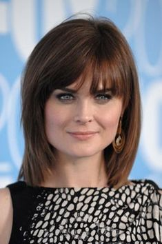 Emily Deschanel's hair (actually whole look) is divine!