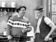 Jackie Gleason and Art Carney in The Honeymooners Classic Comics, Classic Films, Classic Tv, 90s Tv Shows, Jackie Gleason, Old Time Radio, Movie Shots, Comedy Tv, Great Memories
