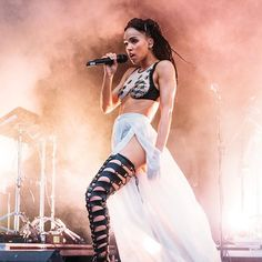 Woman Crush Wednesday • The mesmerizing FKA Twigs performing wearing the #ZanaBayne 'Thigh High Cut-Out Bootstraps' ✨ #ZBloves #FKAtwigs #WCW