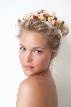 Fresh, innocent and lovely! Gorgeous look for destination bride, flowers, pink make-up, natural look, beach hairstyle, romantic weddingday