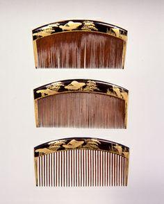 木台山水蒔絵三つ揃櫛、19世紀