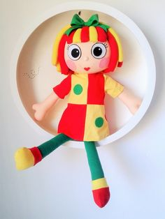 Boneca de pano Emília  Tamanho : 50 centímetros  confeccionada em malha e com enchimento fofinho  Possui vestido de algodão
