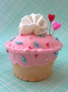 Cupcake Pin Cushion   maybe i need a cupcake board...