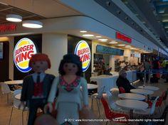 Le jour de l'ouverture du 1er Burger King en France (aéroport de Marseille).