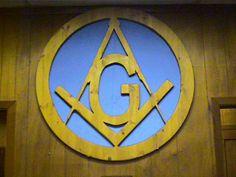 Image from http://ac5ed.tripod.com/Masonic/wooden_masonic_emblem.JPG.