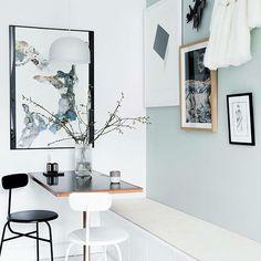 Den grønne malede væg i spisekrogen er finest ifølge jer!  Det er så interessant og spændende at få jeres mening 💚 #hjemmehosmettehelena @mettehelena foto: Tia Borgsmidt