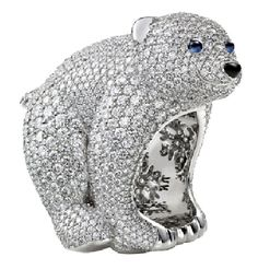 Chopard Bear ring in white-gold, pave set with diamonds and set with sapphire eyes and a onyx nose.