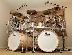 Pearl Drums Girl Drummer, Mundo Musical, Snare Drum, Bass Drum, Pearl Drums, Recording Studio Home, Music Machine, Drum Kits, Drummers