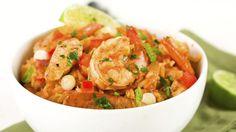 Kylling med tomatsauce og grøntsags-ris er en lækker dansk opskrift af Thomas Toftdahl fra Go' appetit, se flere kødretter på mad.tv2.dk