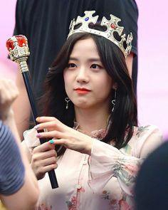 Queen of my heart ️👑❤ Jisoo wallpaper Jisoo BlackPink Kim Jisoo Jisoo is my Queen Beautiful Jisoo Blackpink Jisoo, Kim Jennie, Forever Young, South Korean Girls, Korean Girl Groups, Black Pink ジス, Blackpink Members, Blackpink Photos, Pictures