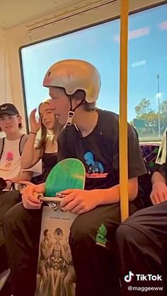 Trick Pictures, Skater Kid, Crazy Things To Do With Friends, Best Friends Aesthetic, Skate Girl, Skate Style, Skateboard Girl, Aesthetic Indie, Teenage Dream