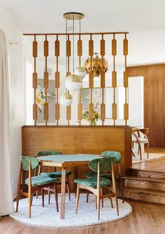 Poker Face - Inside The Brady Bunch Chic Home Of Claire Thomas - Photos