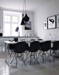 Mustat tuolit