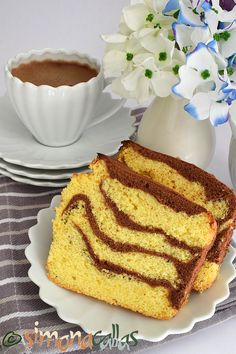 Delicious, fluffy, flavored Vanilla&Cocoa Loaf Cake - perfect with a nice hot coffee 😍💕😊 Hot Coffee, Coffee Time, Morning Coffee, Café Chocolate, Loaf Cake, Sweet Bread, Dessert Bars, Cake Cookies, Vanilla Cake