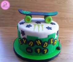 Boys 18th Birthday Cake, Birthday Cupcakes, Birthday Ideas, Roller Skate Cake, Skateboard Party, Sports Themed Cakes, Charlotte Cake, Fondant Cake Tutorial, Cupcakes For Boys