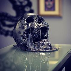 Awesome customer shot of the black chrome melting skull thanks to @guardianartgallery  to shop my artwork worldwide visit www.jackofthedust.com.au  P.s I'll be having my open display today on the Northside of the gold coast from 12 till 2pm where you'll be able to see all my latest creations!  For all the details just direct message me or email hello@jackofthedust.com.au for all international and interstate orders visit www.jackofthedust.com.au