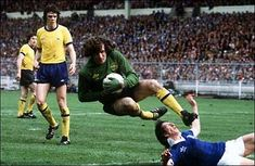 Pat Jennings played for Spurs before spending eight years with Arsenal.