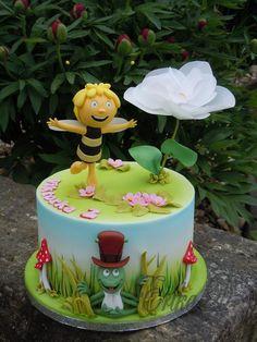 Maya the Bee - cake by Derika - CakesDecor Fondant Cakes Kids, Cake Icing, Eat Cake, Cupcake Cakes, Beautiful Cakes, Amazing Cakes, Bee Birthday Cake, Button Cake, Bee Cakes