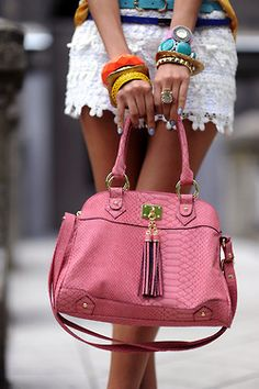 Pretty in pink bag! Hippie Style, Fashion Bags, Fashion Accessories, Fashion Ideas, Fashion Design, Mode Rose, Summer Bags, Spring Summer, Summer 2015