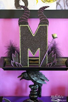 Disney Descendents Party Idea is part of Disney descendants party - Fun party ideas and inspirations for your next Disney Descendants party! Plan a Villainous watch party or birthday party with these easy tips by Michelle's Party PlanIt! Maleficent Birthday Party, Halloween Birthday, Villains Party, Disney Villains, 6th Birthday Parties, 8th Birthday, Mickey Birthday, Birthday Ideas, Party Centerpieces
