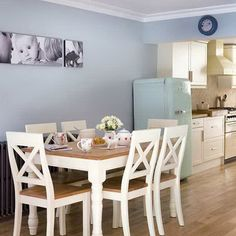 Small Dining Room Tables and Chairs - http://quickhomedesign.com/small-dining-room-tables-and-chairs/?Pinterest