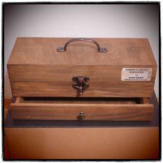 アレンジ例①引き出しを追加したバージョン。木箱2個を分解加工組立して、引き出し式ボックスを作りました。
