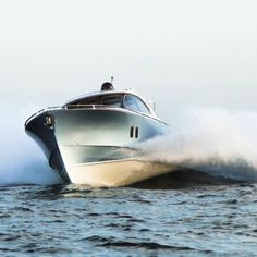 When you see a Zeelander on the water you recognize it instantly; a Zeelander cannot be confused with any other boat. Power Boats, Speed Boats, Sea State, Motor Cruiser, The Wheelhouse, Small Yachts, 360 Virtual Tour, Below Deck, Marine Environment