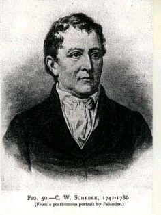 Descoberto por Karl Wilhelm Scheele (1742-1786).