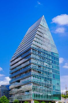 Ein paar Impressionen von Gebäuden im Zusammenspiel mit der Natur und dem Licht der Sonne aus meiner Sicht.   #FotografieCity #urban Digital Designer, Skyscraper, Multi Story Building, Sun, Couple, Skyscrapers