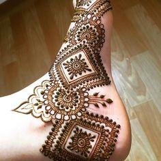 Trying to decrease some heat from body by getting Natural Henna art #hennalove #hennatattoo #mehendi #mehendilove #indianartist #artistsoninstagram #mehendidesign #healing #tattooist #seoul #hengua #ramdan #2018 #special #hennainseoul #eidhenna #eid #summerhenna #rose #dongdaemun #artist #2018collection #latestfashion